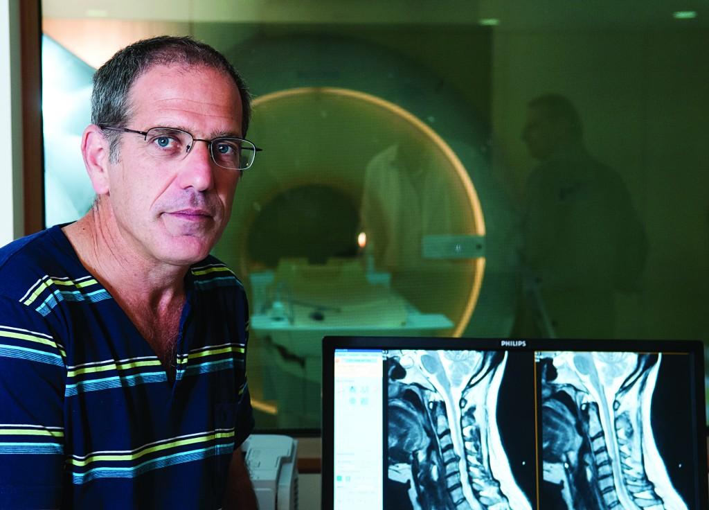 Prof. Alon Friedman and the MRI machine. (Dani Machlis/BGU)