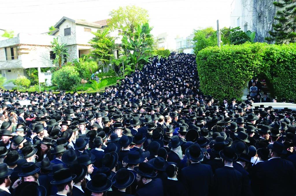 """At the levayah for the Sadigura Rebbe of Eretz Yisrael, Harav Avrohom Yaakov Friedman, zy""""a."""