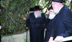 The Belzer Rebbe, shlita, arriving at the meeting.