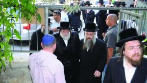 Harav Yisrael Hager, shlita, Vizhnitzer Rebbe, arriving at the meeting.