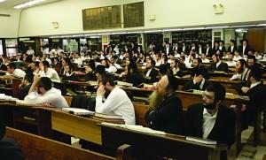 Talmidim of Yeshivah Torah Vodaath listening to divrei hesped for Harav Ovadiah Yosef in the yeshivah Monday.