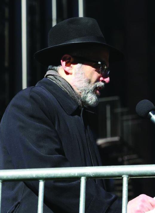Rabbi Chaim Dovid Zwiebel reading the statement.