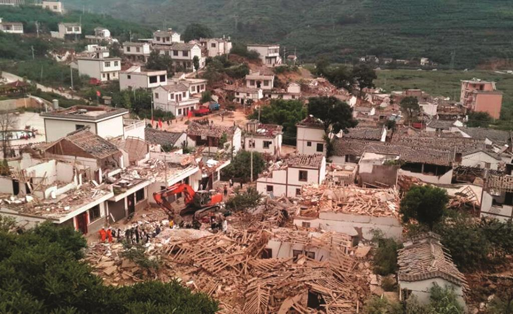 A general view shows collapsed houses after an earthquake hit Ludian county, Yunnan province (REUTERS/China Daily)