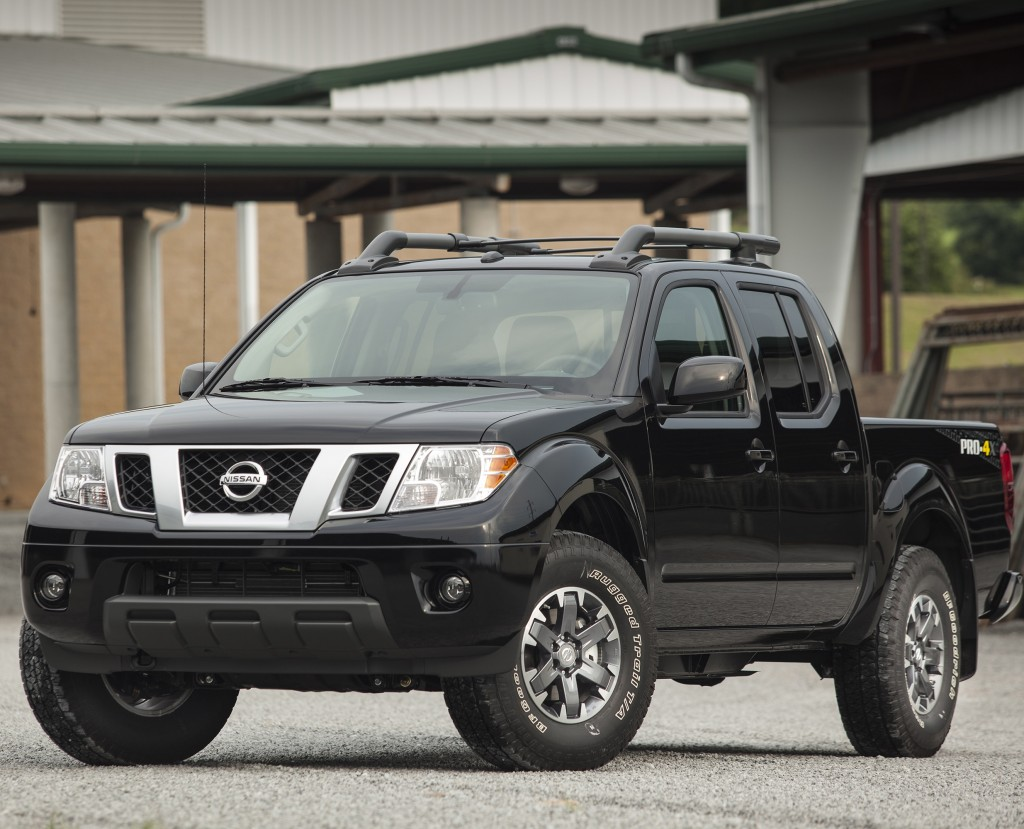 auto review midsize 2015 nissan frontier pro 4x pickup offers a combination of on and off road. Black Bedroom Furniture Sets. Home Design Ideas