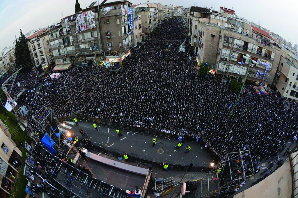 Multitudes gather in Bnei Brak at a rally organized for United Torah Judaism ahead of the elections next week. (JDN)