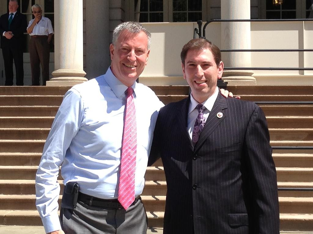 Councilman Chaim Deutsch (L) with Mayor Bill de Blasio on the steps of City Hall. (Courtesy of Councilman Deutsch's Office)