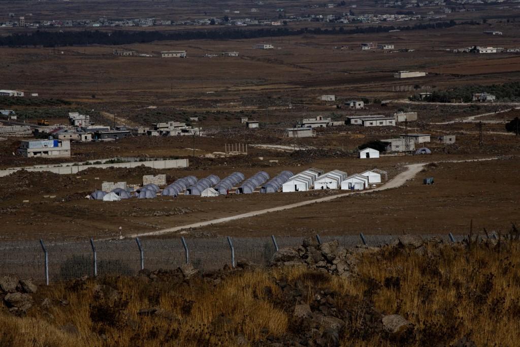 View of a Syrian refugee camp, near Tel Fares in the Golan Heights, Northern Israel. June 27, 2014. Photo by Ancho Gosh/FLASH90 *** Local Caption *** îçðä ôìéèéí ñåøéí áñîåê ìúì ôàøñ áâåìï