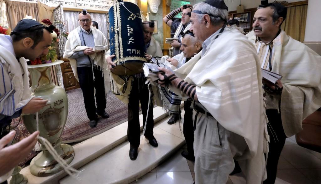 jewish life in iran shacharis in tehran jewish news