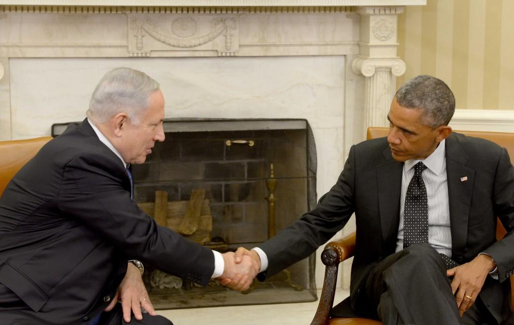 """Prime Minister Benjamin Netanyahu meets with US president Barack Obama, at the White House, Washington DC, USA on October 01, 2014. Photo by Avi Ohayon/GPO *** Local Caption *** øàù äîîùìä áðéîéï ðúðéäå ðôâù òí ðùéà àøä""""á áø÷ àåáîä, áçãø äñâìâì áååùéðâèåï"""