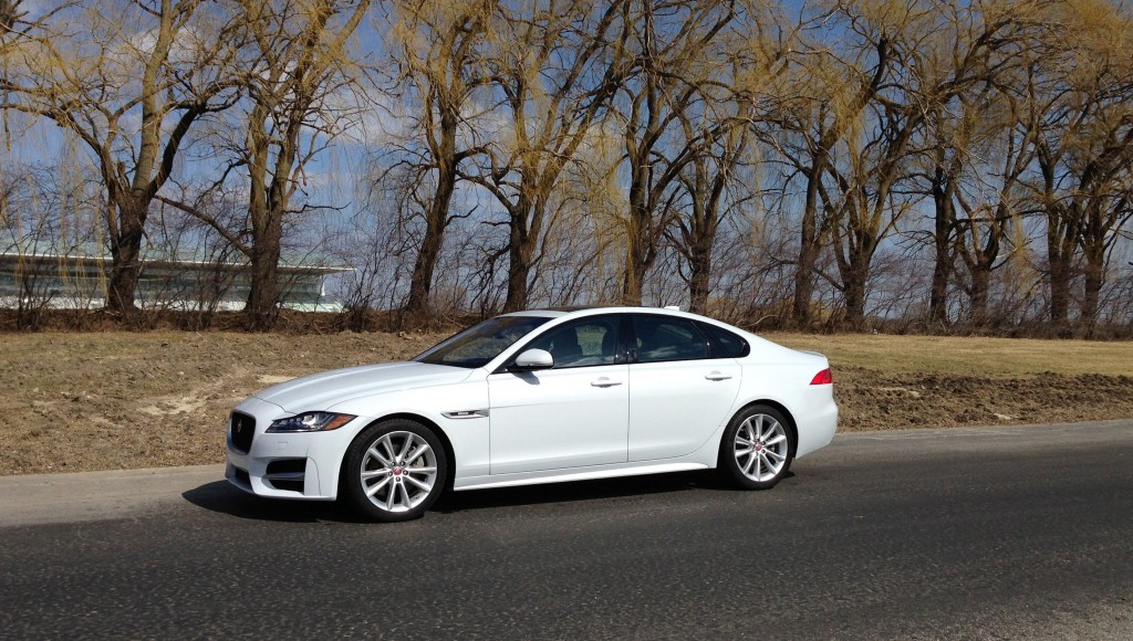 Auto Review Jaguar Xf Luxury Midsize Sports Sedan Delivers