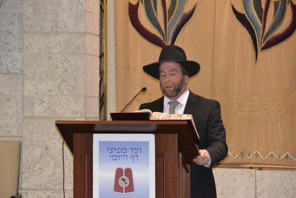 Rabbi Ben Sugarman, Daf Yomi Magid Shiur, BRS Florida, delivering the hadran.( Agudath  Israel)