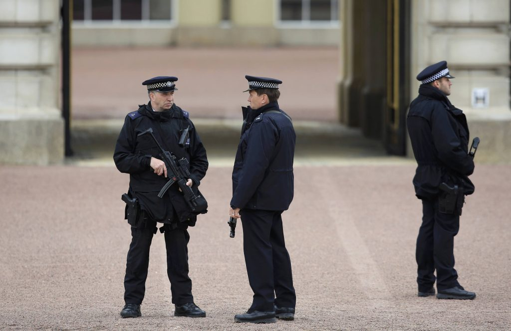 Armed police officers stand on duty at Buckingham Palace in London, Britain May 18, 2016. REUTERS/Paul Hackett