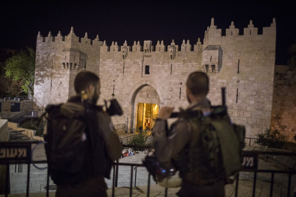 Israeli border police on guard at Damascus Gate in the Old City as security forces shut down the area while searching for a suspect after a chareidi man was stabbed in the Muslim Quarter, on May 2. (Hadas Parush/Flash90)