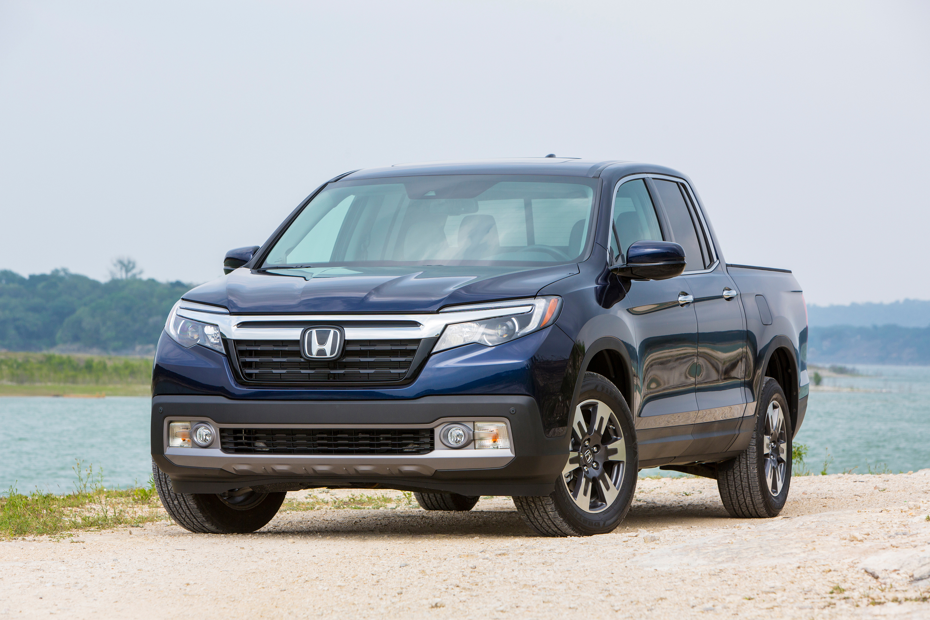 auto review 2017 honda ridgeline is a midsize pickup in a crossover body hamodia jewish and. Black Bedroom Furniture Sets. Home Design Ideas