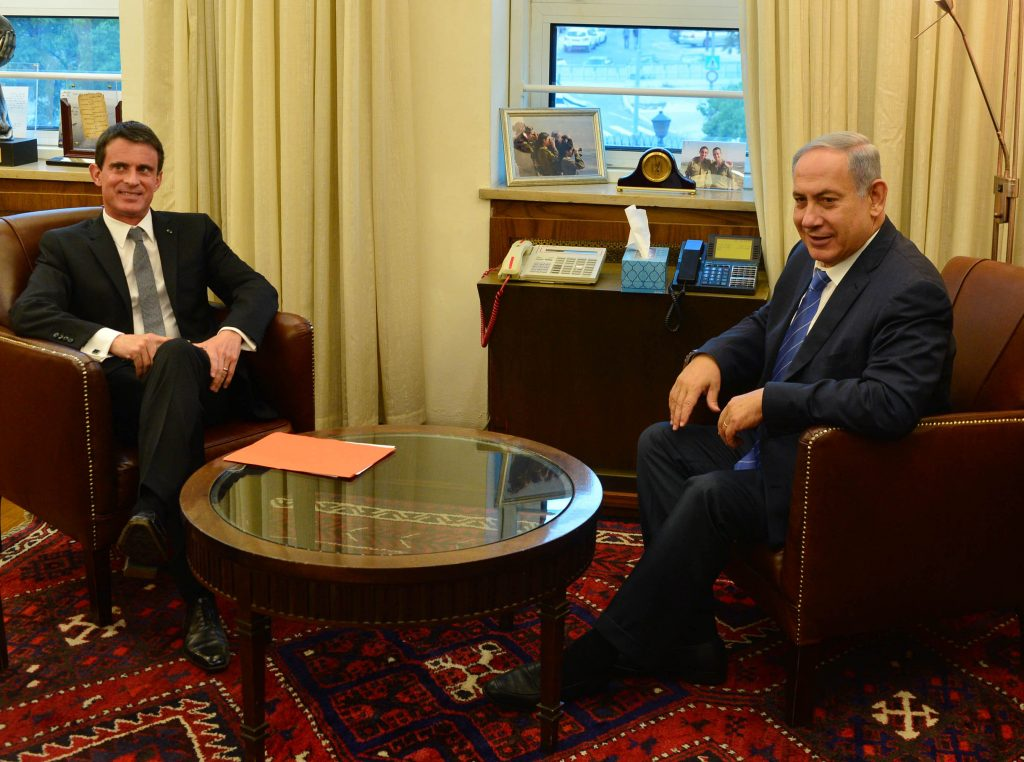 Israeli Prime Minister Benjamin Netanyahu meets with Prime Minister of France Manuel Valls (C), at the Prime Minister office in Jerusalem, May 23, 2016. Photo by Kobi Gideon / GPO
