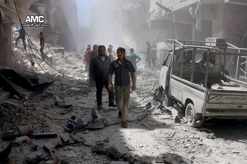 Syria Aleppo: Jets pound rebels in key city