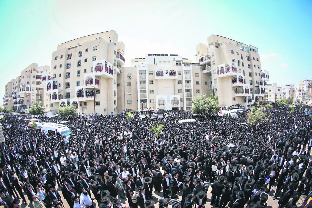 Thousands of Ultra Orthodox Jewish people attend the funeral of Rabbi Aryeh Finkel, head Yeshiva of the Brachfeld branch of the Mir Yeshiva in Modiin Illit, on August 10, 2016. Rabbi Aryeh Finkel died tonight at the age of 85. Photo by Shlomi Cohen/Flash90