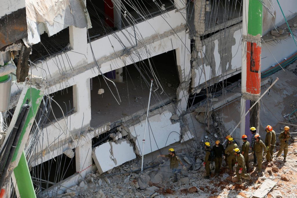 Israeli rescue services search through the rubble after a building site collapsed in Tel Aviv, Israel September 5, 2016. REUTERS/Nir Elias