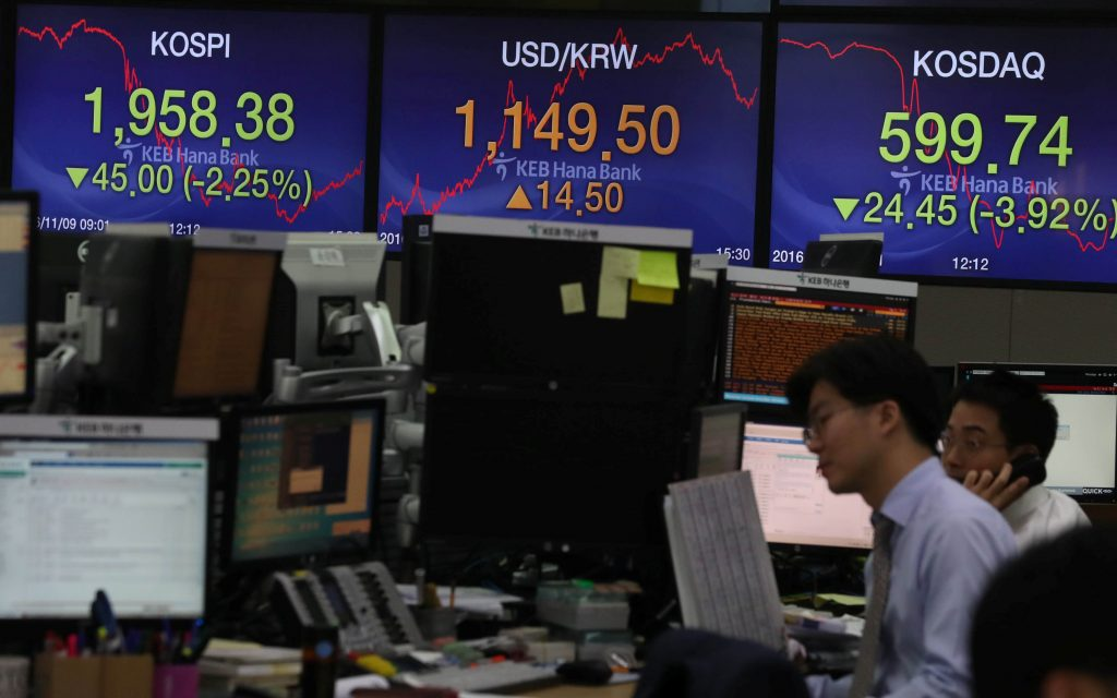 Currency dealers work in front of electronic boards showing the Korea Composite Stock Price Index (KOSPI) (L) and the exchange rate between the U.S. dollar and South Korean won (C), at a dealing room of a bank in Seoul, South Korea, November 9, 2016. Jung Ha-jong/Yonhap via REUTERS ATTENTION EDITORS - THIS IMAGE HAS BEEN SUPPLIED BY A THIRD PARTY. SOUTH KOREA OUT. FOR EDITORIAL USE ONLY. NO RESALES. NO ARCHIVE.