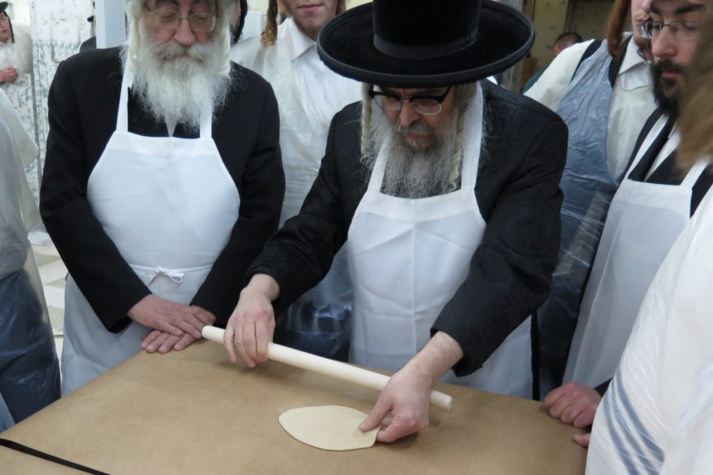 Satmar, Satmar Rebbe, Aharon Teitelbaum, Baking, Baking Matzos, Matzos