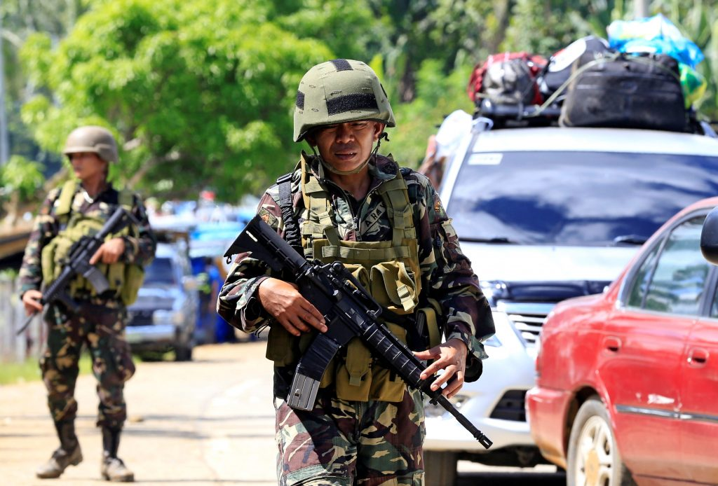 Philippine troops battle Islamist militants in city