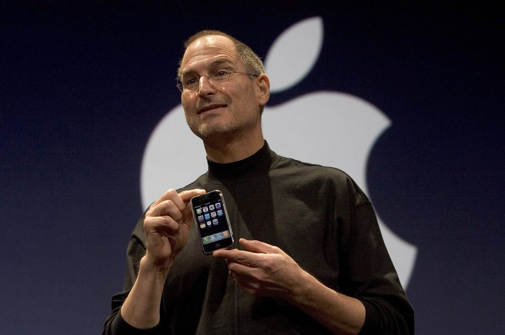 Apple Executive, Denies Report, He Wanted, iPhone, Emulate, BlackBerry's Keyboard