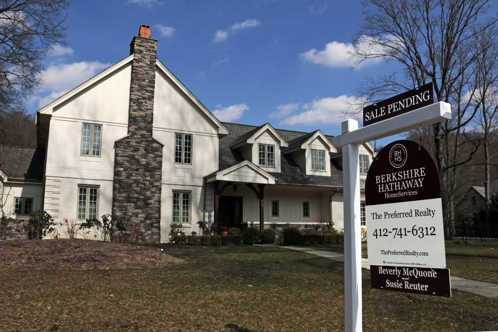 US Existing Home Sales Fall in June as Supply Limited