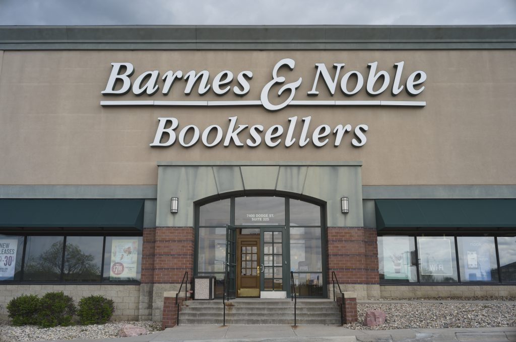 Activist investor urges sale of Barnes & Noble