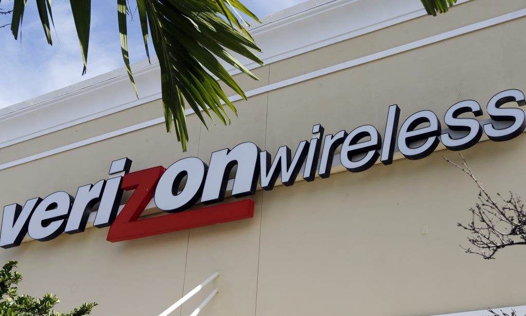 Verizon splits up its unlimited plan and throttles video quality on phones