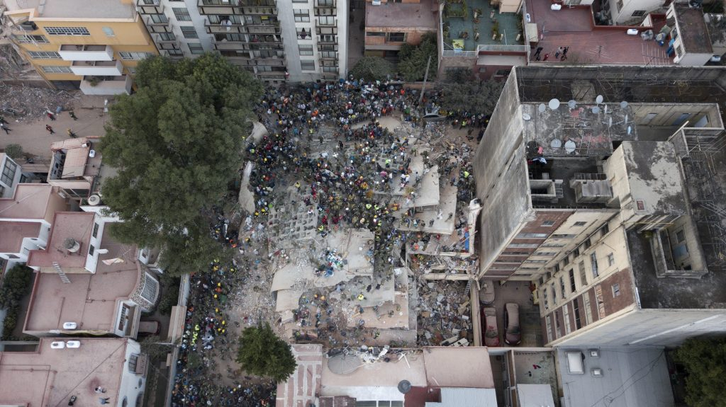 Girl's wiggling fingers in rubble give Mexico rescue workers fresh hope