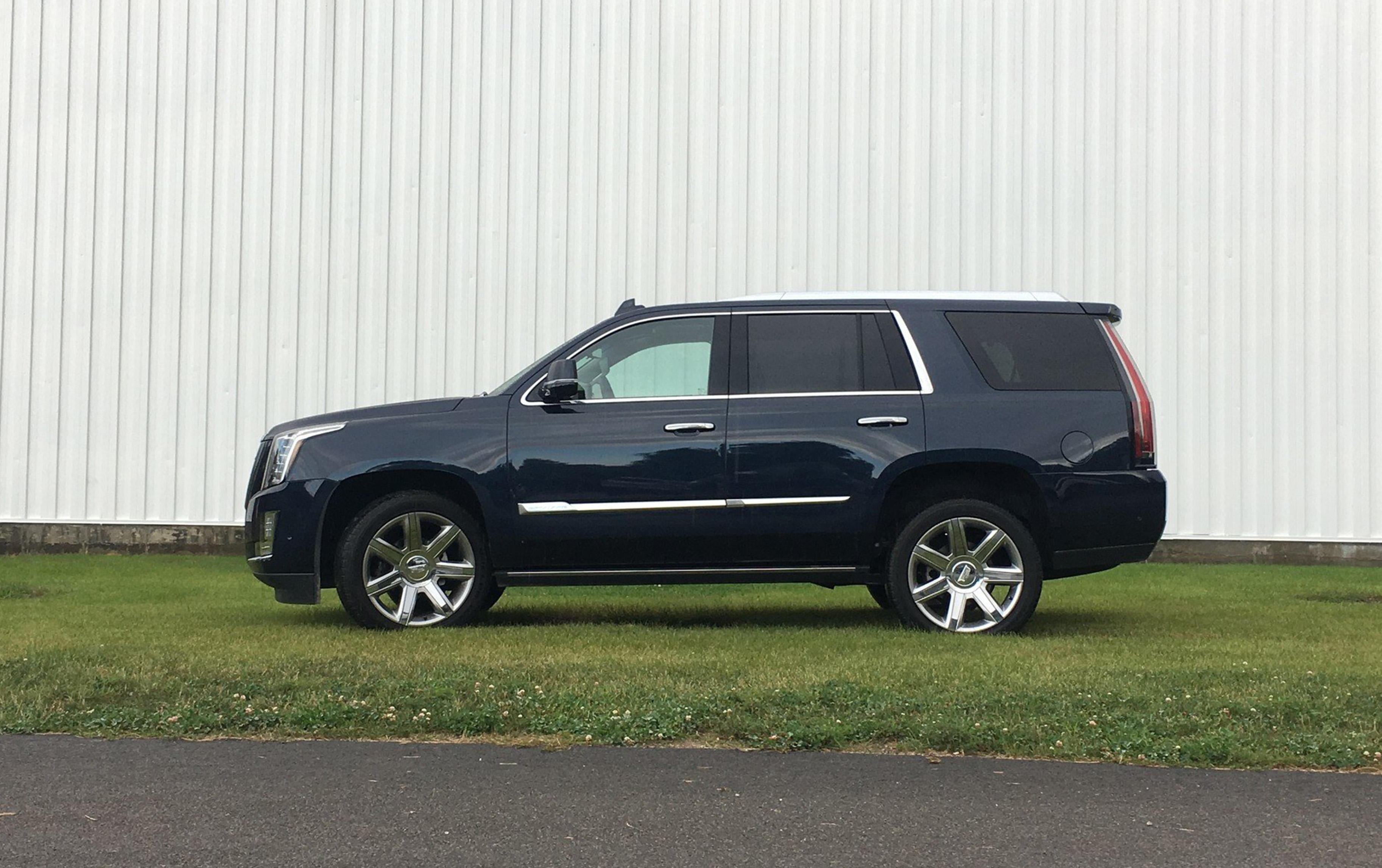 auto review 2017 cadillac escalade full size suv comes up short hamodia jewish and israel news. Black Bedroom Furniture Sets. Home Design Ideas