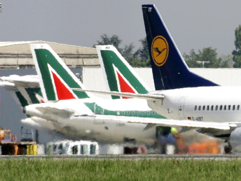 Lufthansa spreads its wings to bid for struggling Italian airline