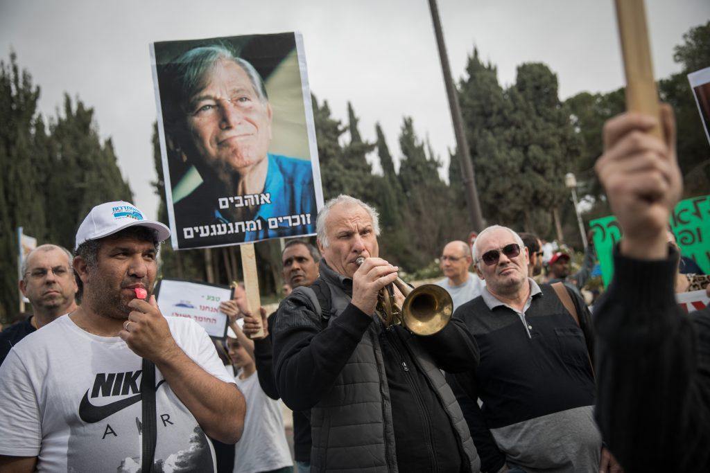Pharma giant Teva resists Israel PM on closure plan