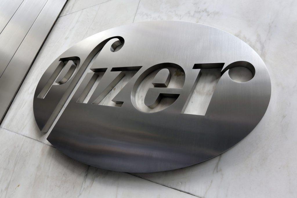 Pfizer earnings forecast tops estimates