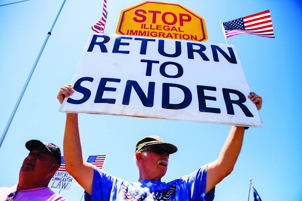 Demonstrators picket against the possible arrivals of undocumented migrants who may be processed at the Murrieta Border Patrol Station in Murrieta, California.  (REUTERS/Sam Hodgson)