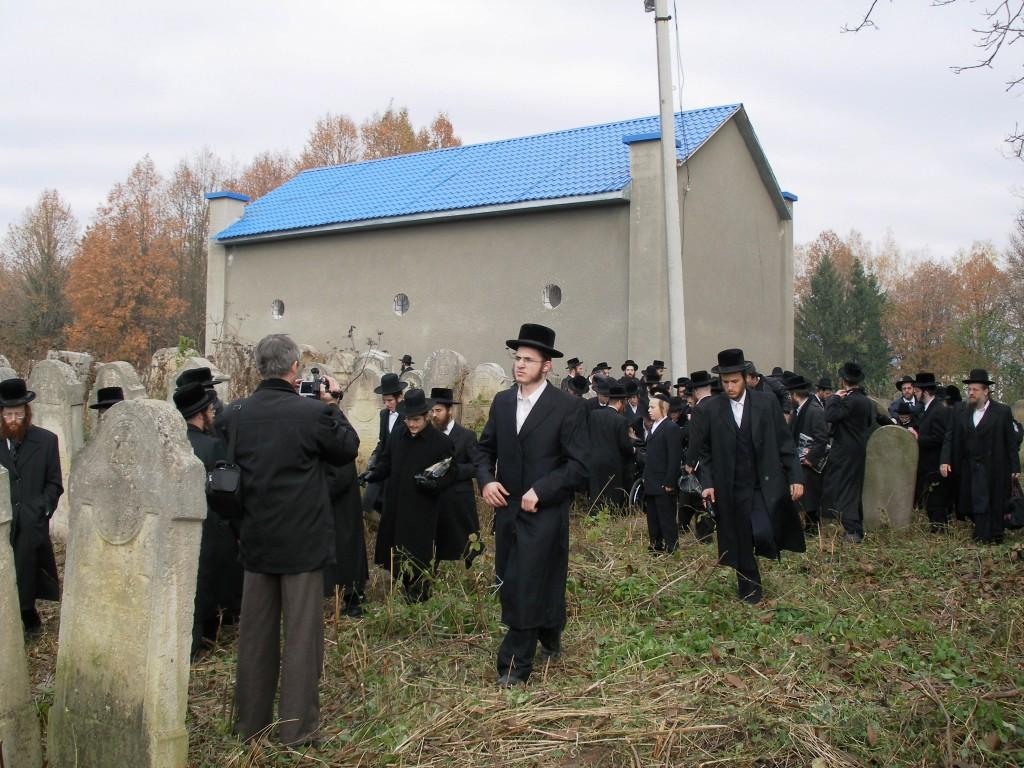 The ohel of Reb Yisrael of Ruzhin, in the beis hachaim of Sadigura, Ukraine.