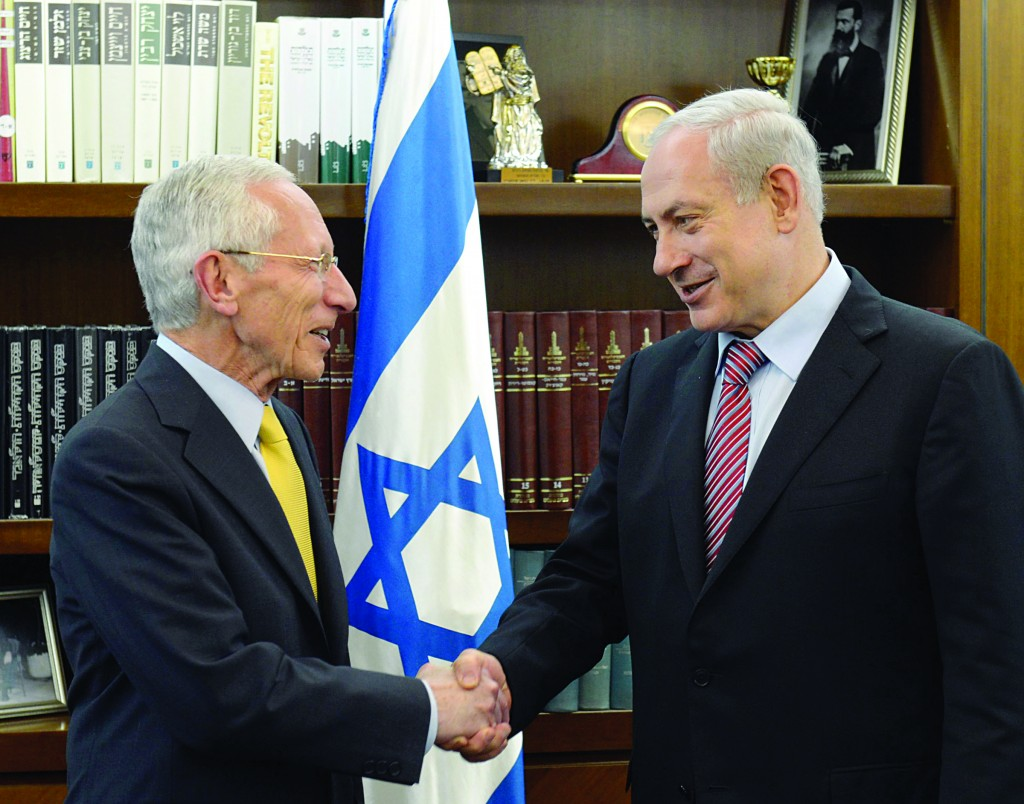 Israeli Prime Minister Binyamin Netanyahu (R) with Governor of Bank of Israel Stanley Fischer, who announced unexpectedly that he is resigning from his post. (FLASH90)