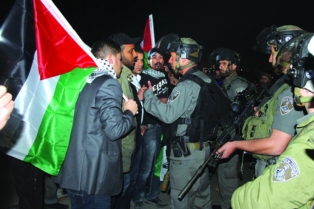 IDF soldiers prevent Palestinians from accessing a protest encampment near Beit Iksa, northwest of Yerushalayim, on Monday. (Flash90)