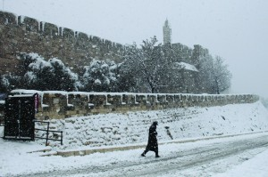 View of the Tower of David and the Old City walls in Yerushalayim, on a snowy winter day, Thursday. (Flash90)
