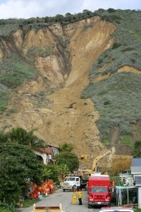 Workers search for victims of a mudslide that left four people dead and 20 missing in La Conchita. (David McNew/Getty Images)