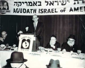 R-L: Harav Yaakov Kamenetzky, Harav Moshe Feinstein, Rabbi Yosef Friedenson (at podium).