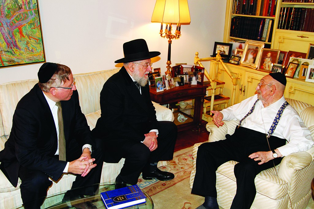 R-L: Rabbi Yosef Friedenson, Harav Yisrael Meir Lau and Rabbi Yosef Chaim Golding during the meeting that took place at Rabbi Friedenson's home.