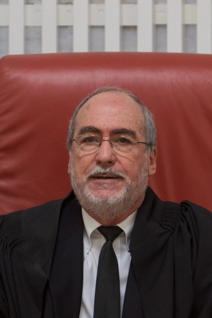 """High Court President Asher Grunis threatened """"consequences"""" if chareidi schools do not implement testing on the secular core curriculum. (FLASH90)"""