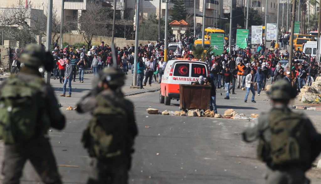 Israeli soldiers face off with hundreds of Palestinian rioters next to Ofer Prison, near Ramallah, after a demonstration in support of hunger-striking Palestinian prisoner Sameer Essawi. (Flash90)