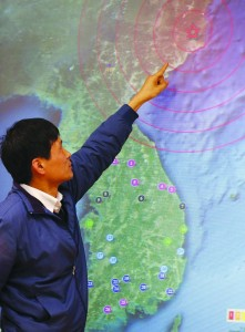 An official points to North Korea's Kilju, where the North conducted a nuclear test, on a map on a screen at the Korea Meteorological Agency in Seoul Tuesday. (REUTERS/Lee Ji-Eun/Yonhap)