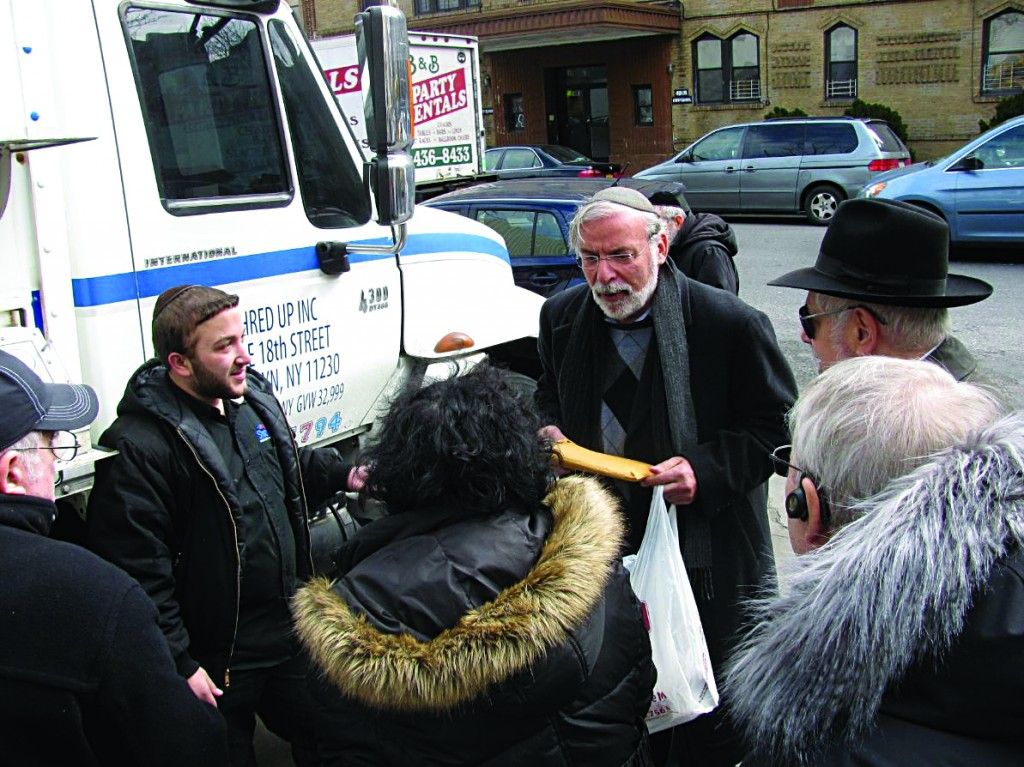 Assemblyman Hikind discusses the importance of shredding sensitive documents with community members.
