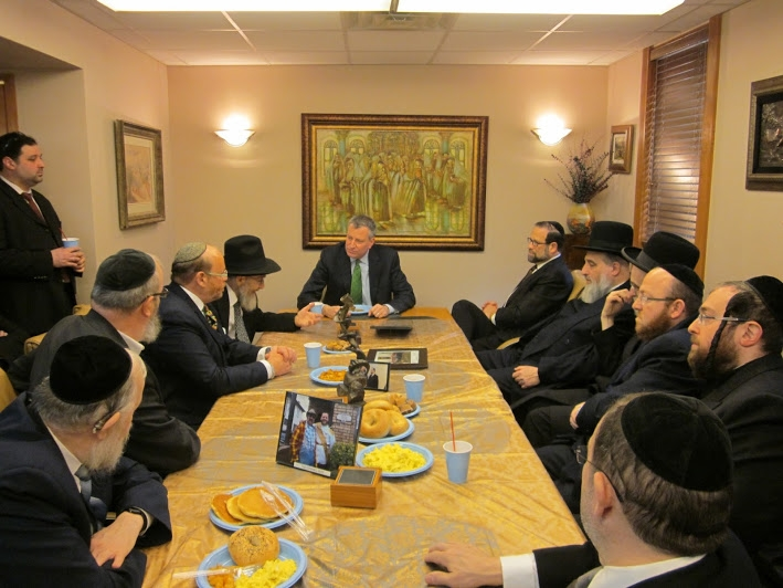 Public Advocate Bill de Blasio speaks to leaders of Jewish organizations in Flatbush on Sunday.