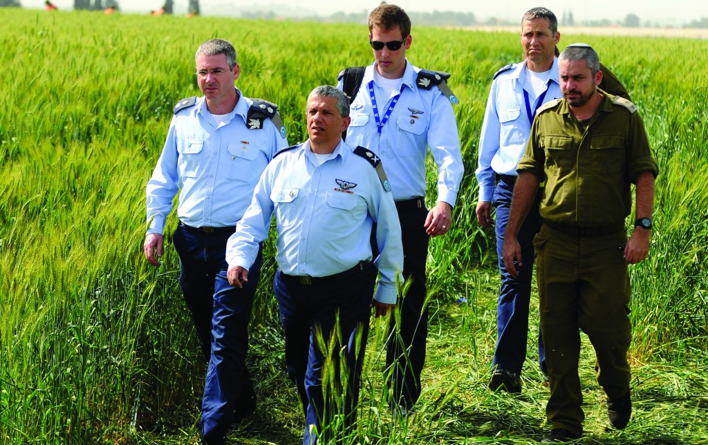 Israeli Air Force Commander Major General Amir Eshel leading an investigatory team at the site of an accident in which two Air Force pilots were killed. (Flash90)