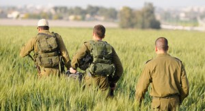 Soldiers arrive to investigate the accident where two Air Force pilots were killed in an Israeli military helicopter crash in the Revadim area south of Gadera on Monday. (Flash90)