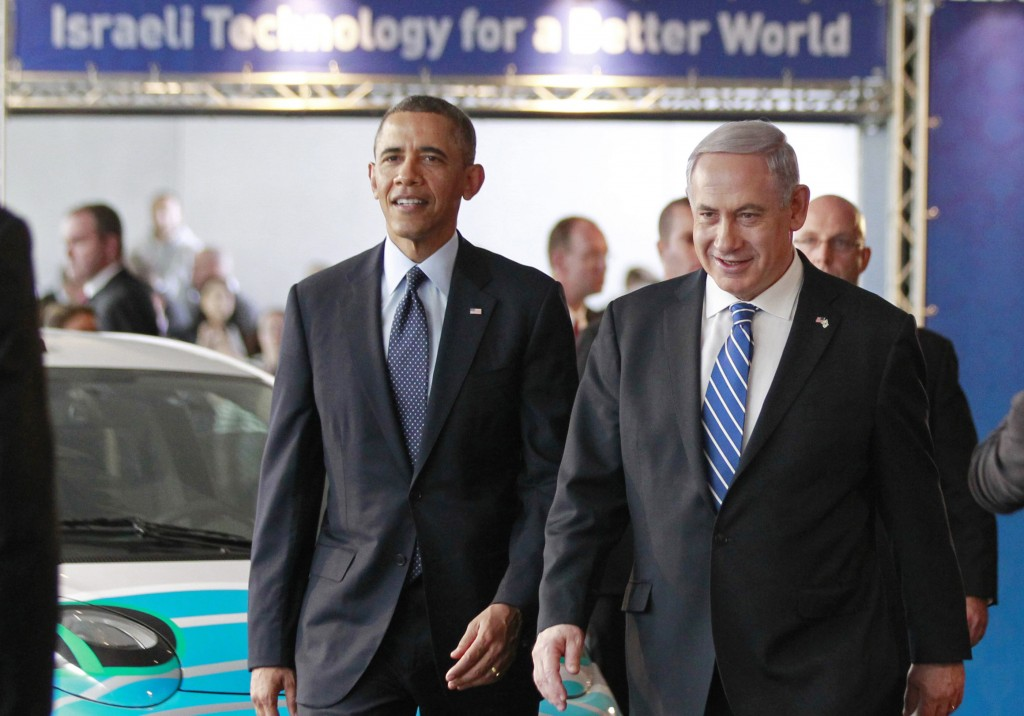U.S. President Barack Obama and Israeli Prime Minister Binyamin Netanyahu (R) tour a technology expo at the Israel Museum. (REUTERs)